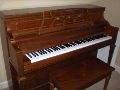 Kawai Console Piano Made in 1976. For Sale in Germantown, TN.